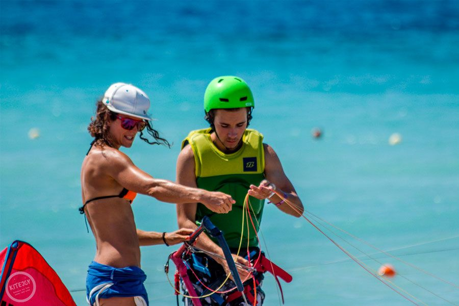 kitesurfing-kite-air-riders-kitepro-center-kremasti-rhodes-instructor-learning